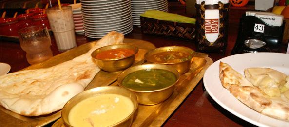 Curry e pãezinhos indianos